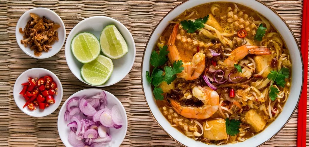 Best Asian noodle recipes. Singapore Laksa Recipe. Copyright © 2018 Terence Carter / Grantourismo. All Rights Reserved.