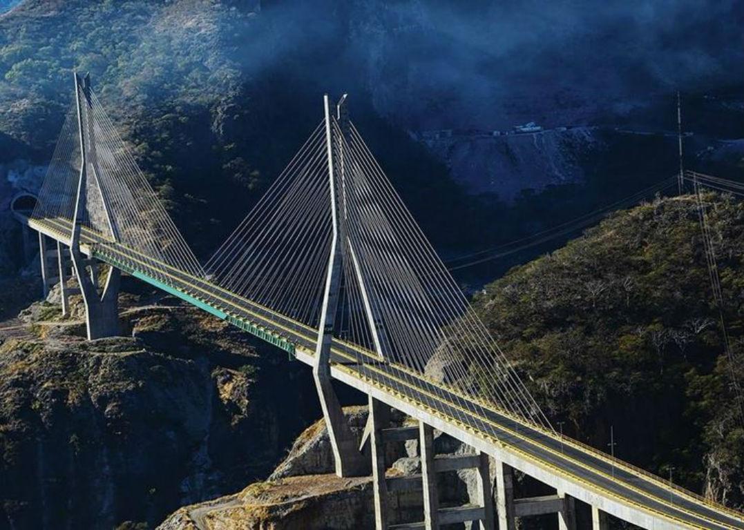 vista del puente más alto de México desde el cielo