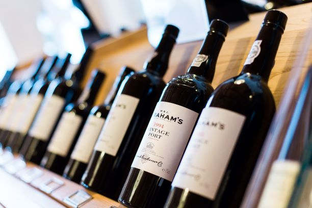 HOW TO READ A WINE LABEL AND WHY IT'S HELPFUL TO UNDERSTAND IT