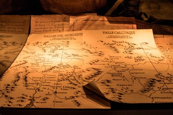old-land-maps-in-wine-museum_s5a4330