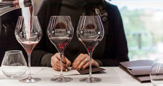Wine tasting in France - credits Villa Quaranta