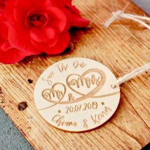 Hochzeit 5er-Set Save The Date Karte Rund aus Holz Gravur Hochzeit Polterabend Anhänger