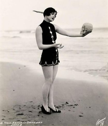 A Mack Sennett bathing beauty plays Hamlet