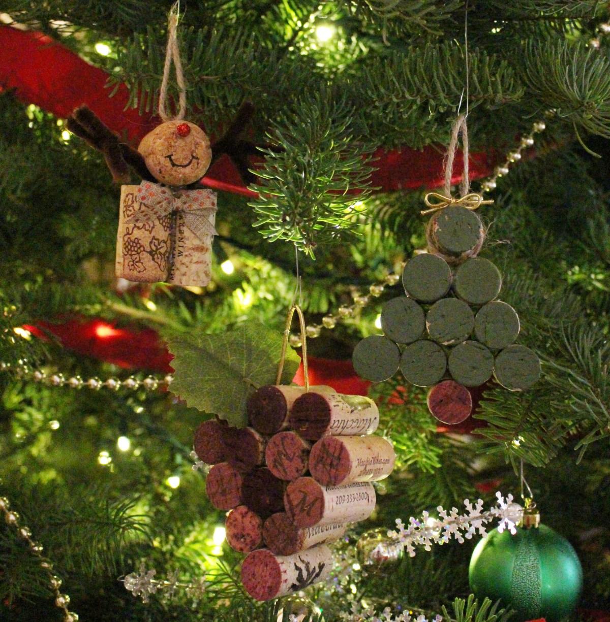cork ornaments reindeer Christmas tree grapes easy craft