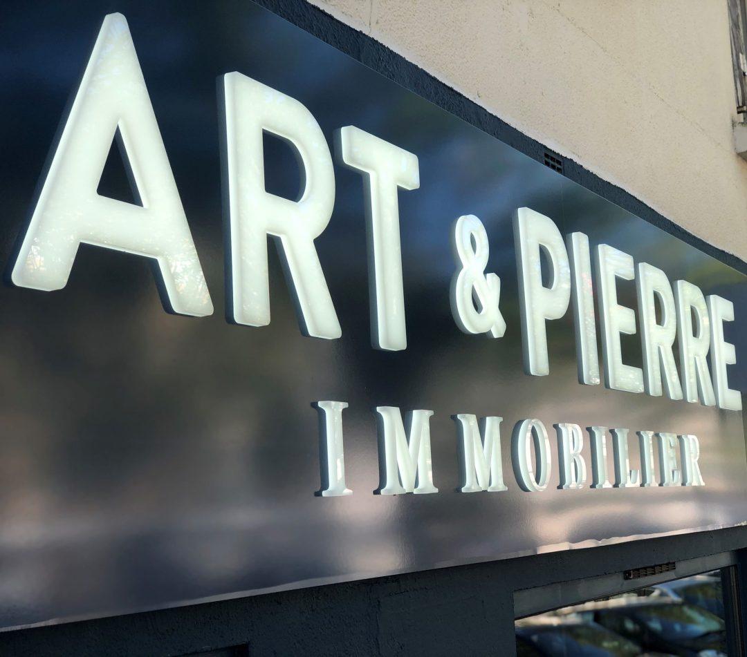 enseigne lumineuse Art & Pierre Immobilier