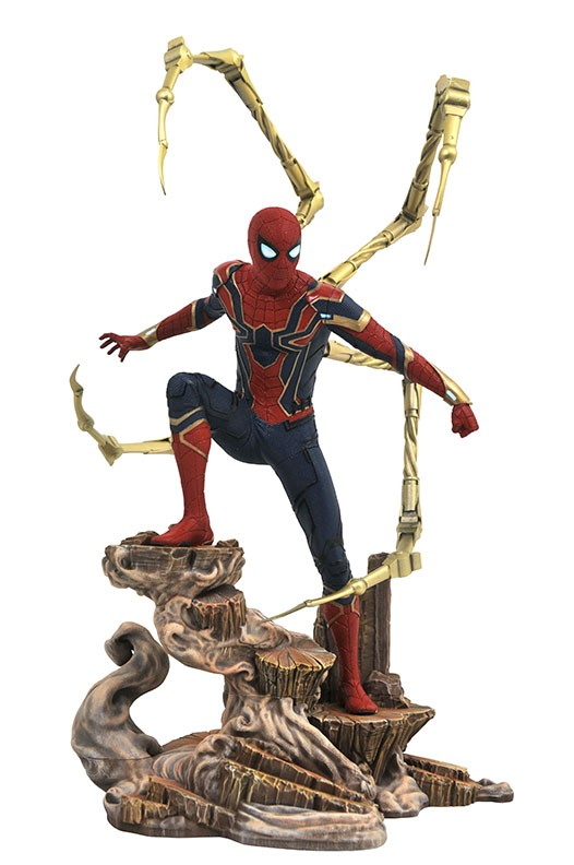 MAY182307 Divers Avengers Statue