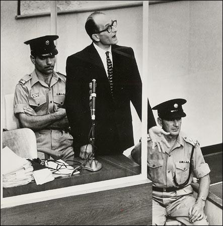 https://i2.wp.com/graphics8.nytimes.com/images/2004/10/17/books/eichmann450.jpg