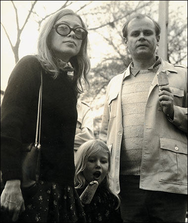 Photo of Joan Didion and Family in Central Park, 1970 by Dominick Dunne