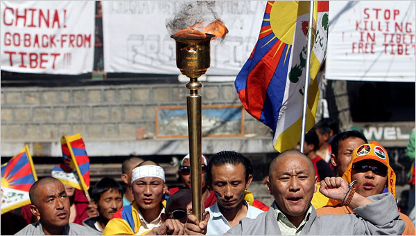 Tibetan activists march through Dharmsala with their protest torch