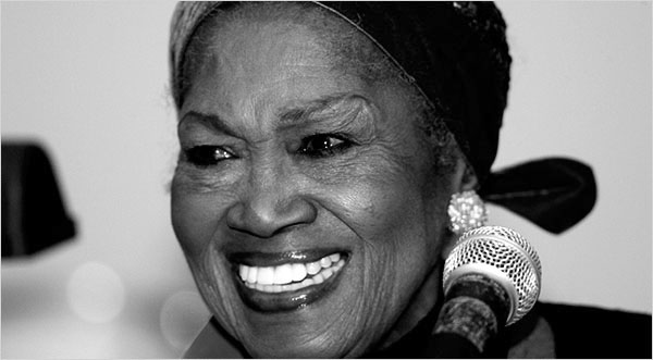 //graphics8.nytimes.com/images/2008/12/02/arts/03odetta_600a.JPG' cannot be displayed]