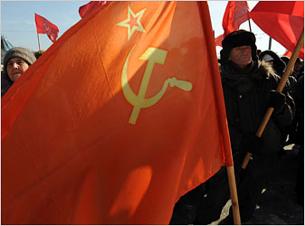 Opposition groups led by Communists protested the economic policies of the Russian government in the eastern city of Vladivostok on Saturday.