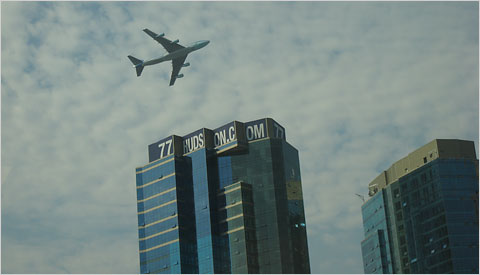 The VC25 flying low over New York