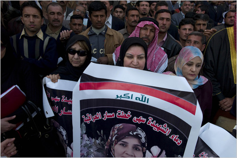 Women at a rally for Ayad Allawi's Iraqi National Accord party