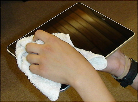cleaning an Apple iPad