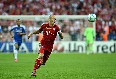 Bayern Munich midfielder Arjen Robben being aggressive.