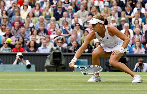 Agnieszka Radwanska could do little to stop Serena Williams in the first set.