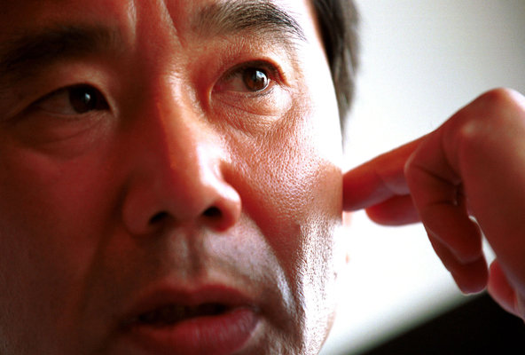 The Japanese novelist Haruki Murakami has called for calm in Japan's disputes with China and South Korea.