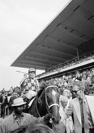 Ron Turcotte atop Secretariat, with Penny Chenery to the horse's left, after the 1973 Belmont.