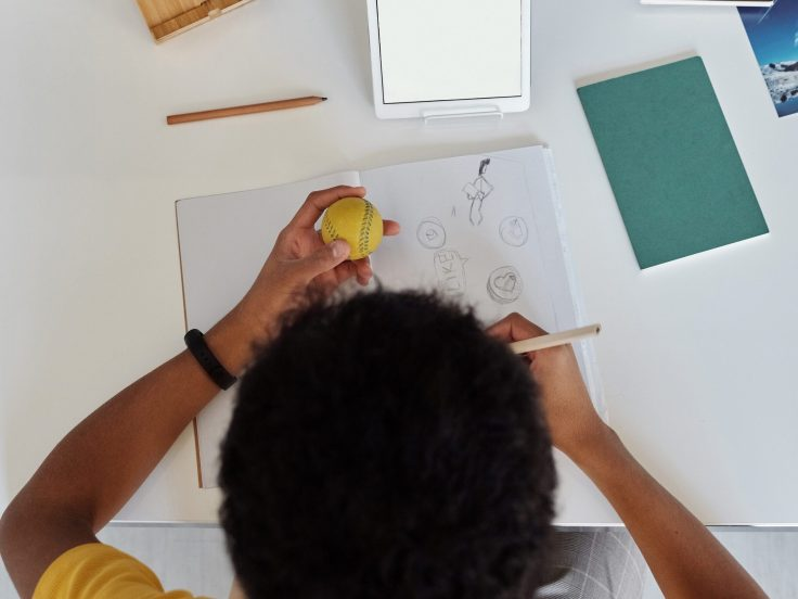 How much does an Illustrator in Kenya earn? drawing
