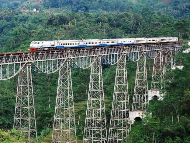 Picturesque Train Journeys Of All Time 13