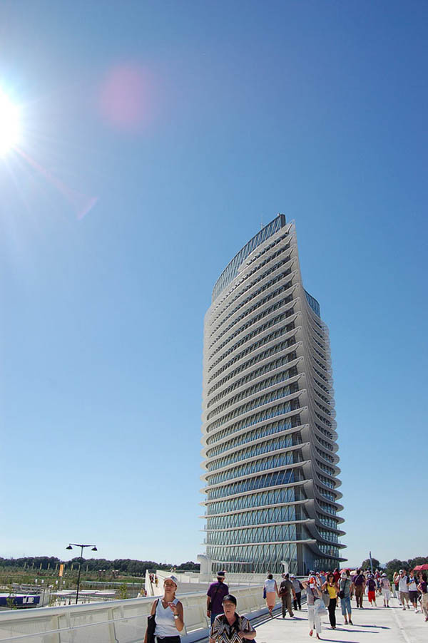 Buildings That Are Weird And Amazing At The Same Time (10)