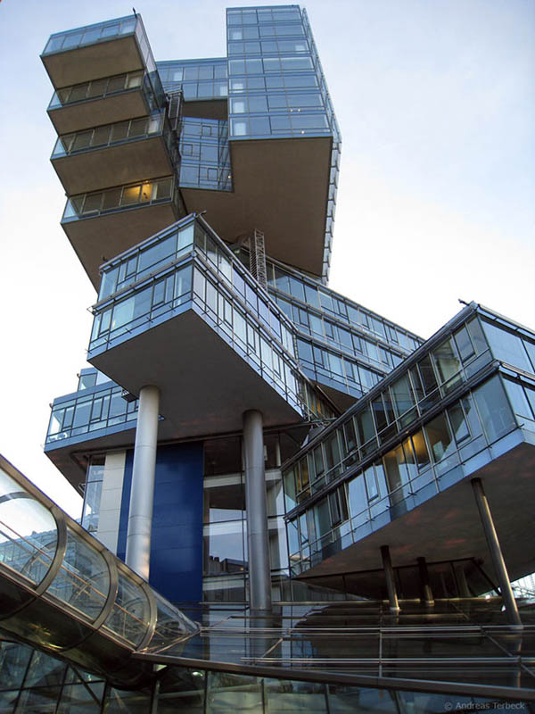 Buildings That Are Weird And Amazing At The Same Time (18)
