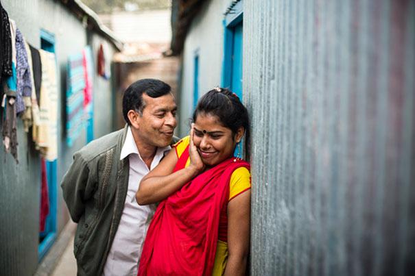 impactful-pictures-of-the-kandapara-brothel-in-bangladesh-gp-1