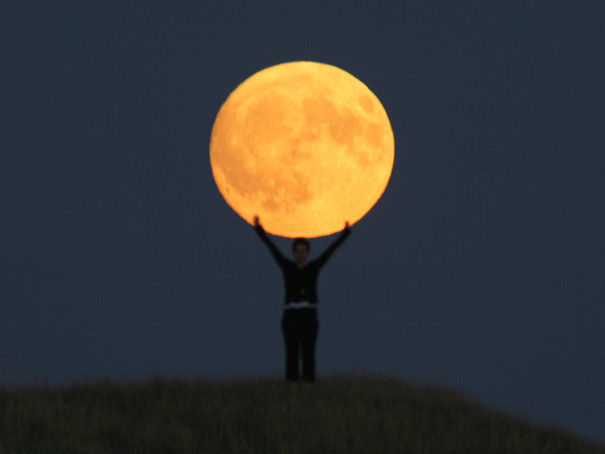 Ways Laurent Laveder Used The Moon Creatively (11)