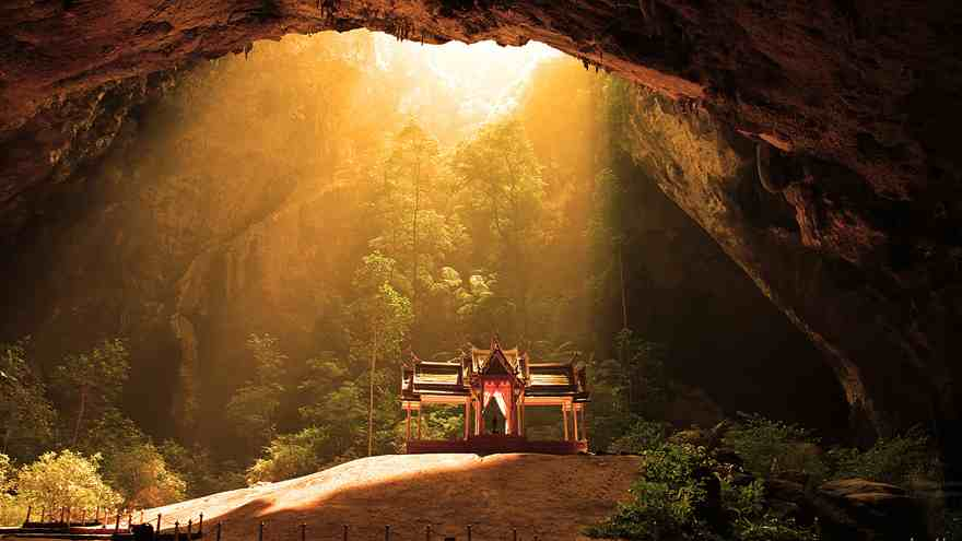 15-caves-from-around-the-world-thatll-make-you-explore-one-right-away-13