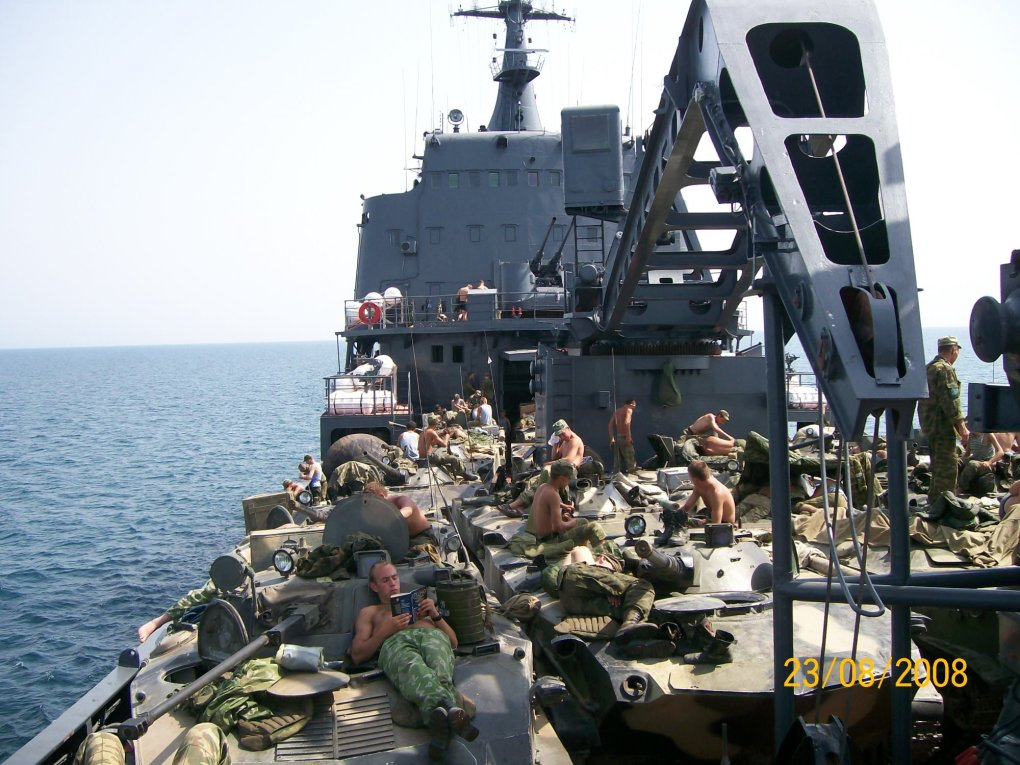 these-russian-soldiers-relaxing-on-the-deck-will-fill-your-heart-with-warmth-4