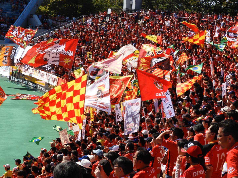 名古屋ゴール裏の特徴は美しい旗振り
