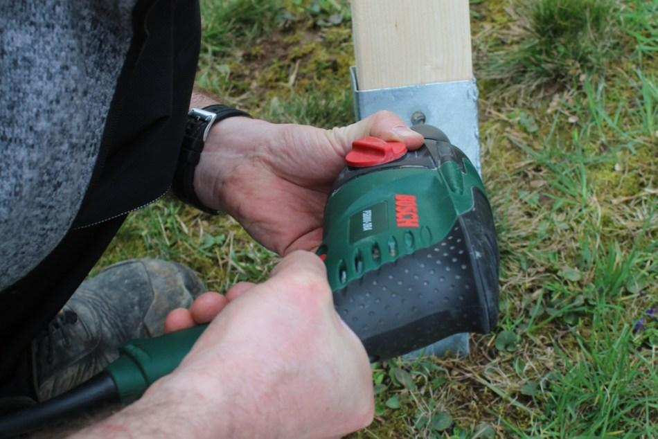 Schaukel aufstellen - Bodenhülse befestigen (c) Grashüpfer