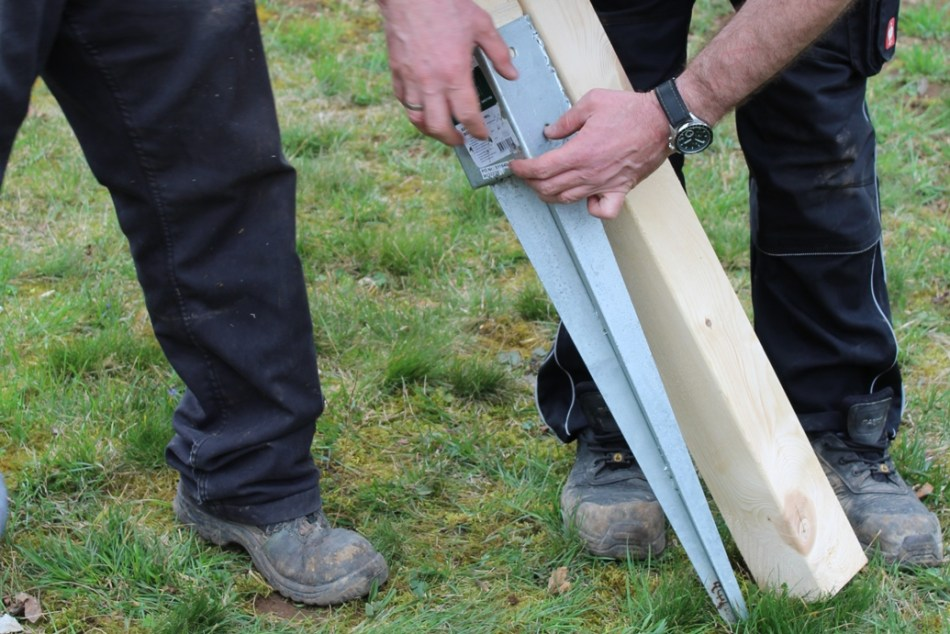 Schaukel aufstellen - Bodenhülse (c) Grashüpfer