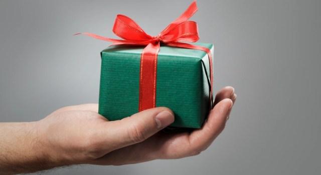 подарок в обёртке фото