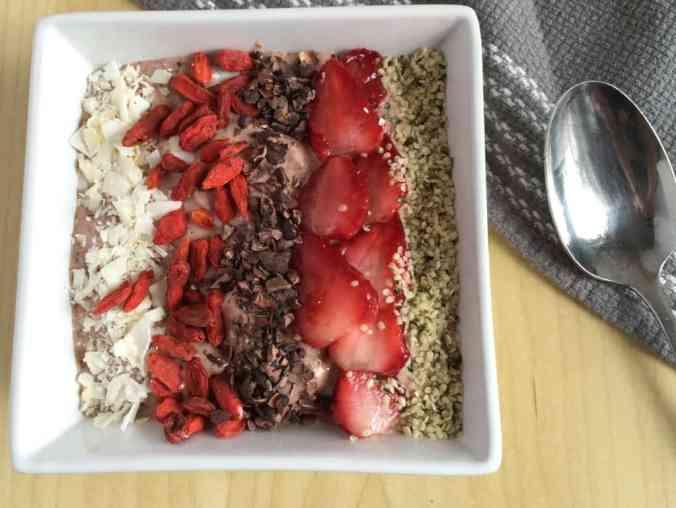 Strawberry Flax Smoothie Bowl | The Grateful Grazer | www.gratefulgrazer.com