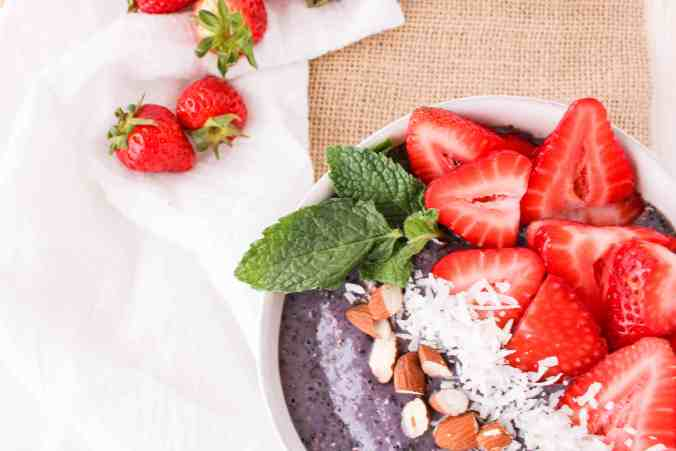 Mint Berry Smoothie Bowl - refreshing and vegan breakfast. The Grateful Grazer.