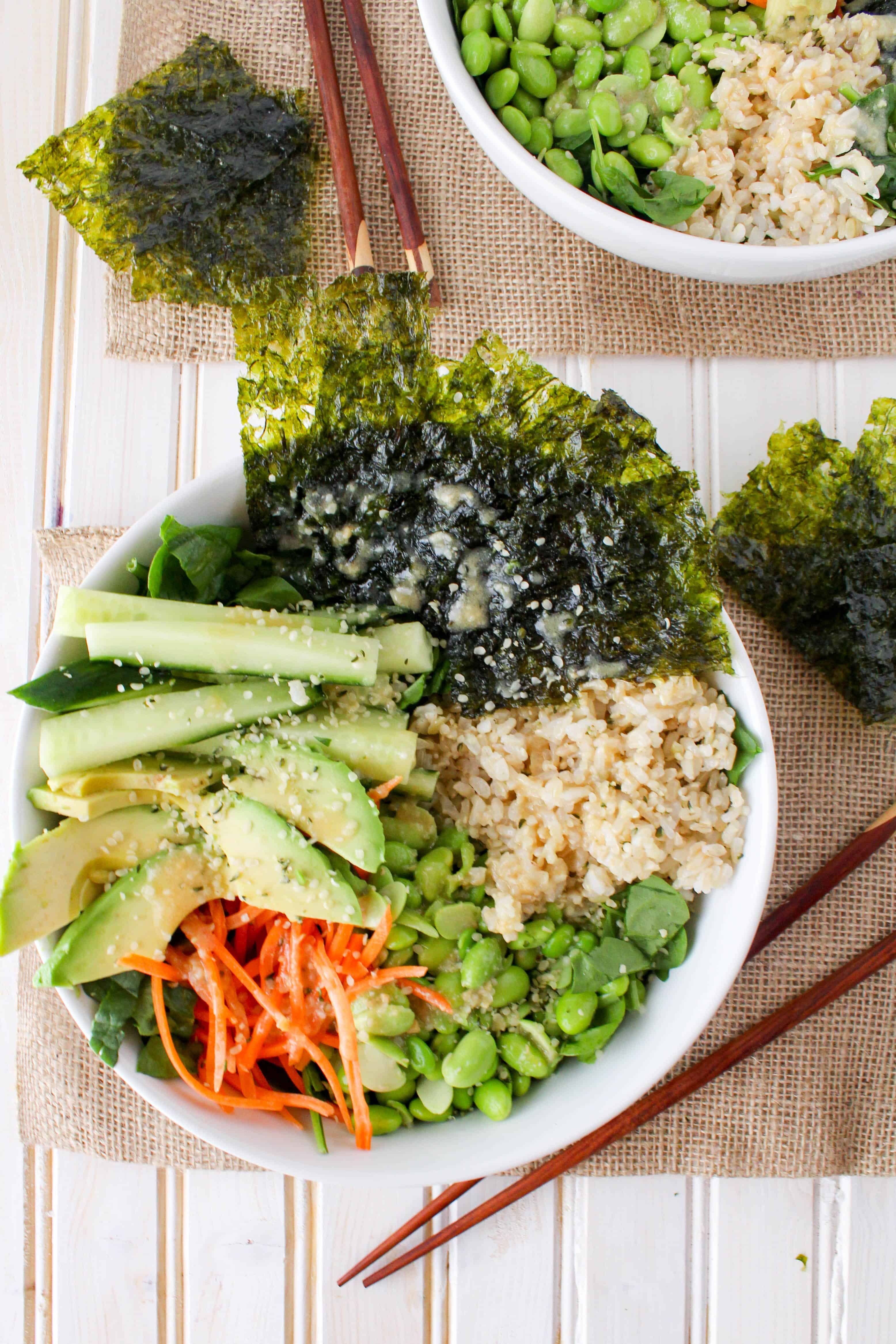 this sushi salad is a delicious and simple healthy lunch or dinner served with - Salad Bowls