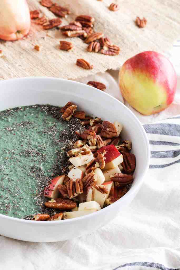 A fall smoothie bowl made with apples, chia seeds, pecans, and spirulina! Vegan recipe via www.gratefulgrazer.com