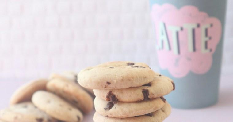 Biscotti con banana e gocce di cioccolato