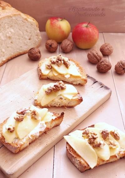 bruschette con gorgonzola mele e noci