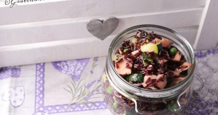 insalata di riso venere con salmone piselli e zucchine
