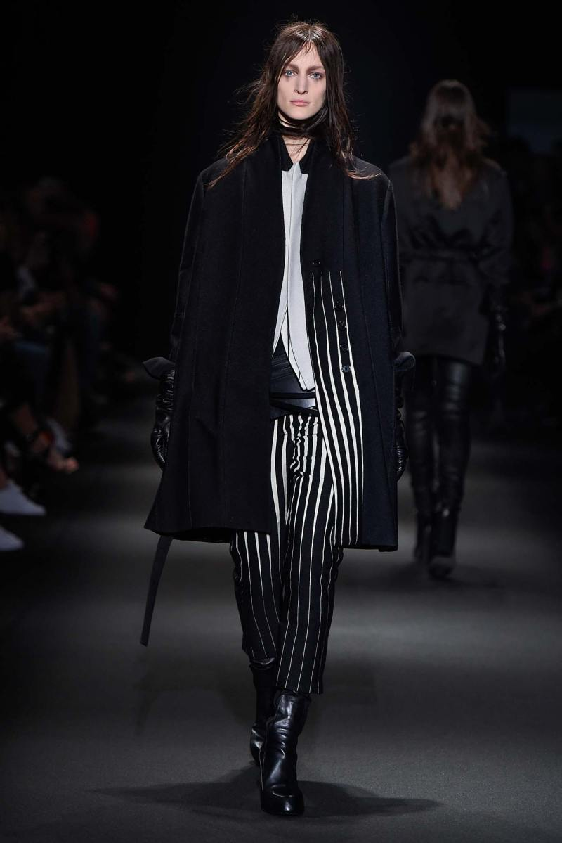 Ann Demeulemeester Ready to Wear FW 2015 PFW (1)