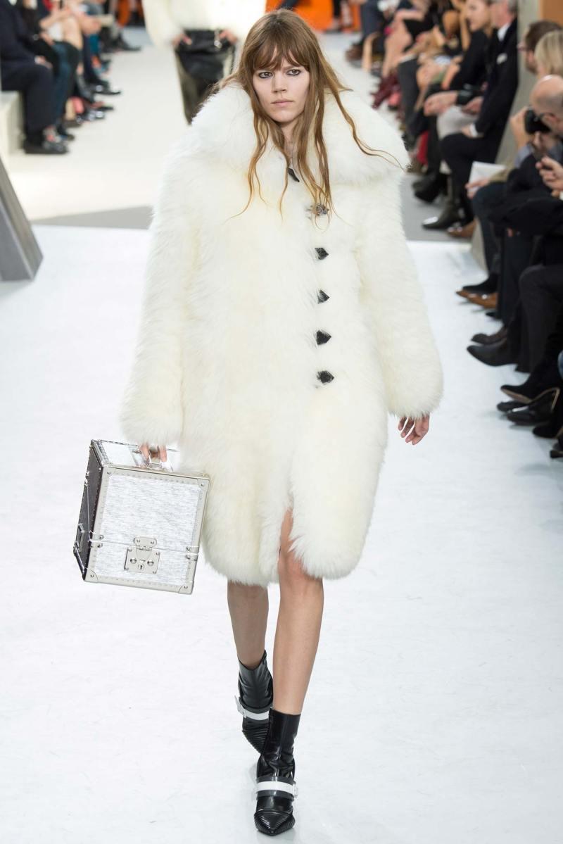 Louis Vuitton Ready to Wear FW 2015 PFW (1)