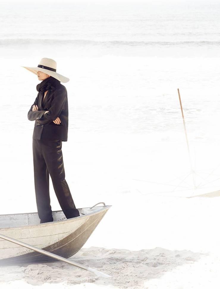 amanda-wellsh-by-zee-nunes-for-vogue-brazil-april-2015-10
