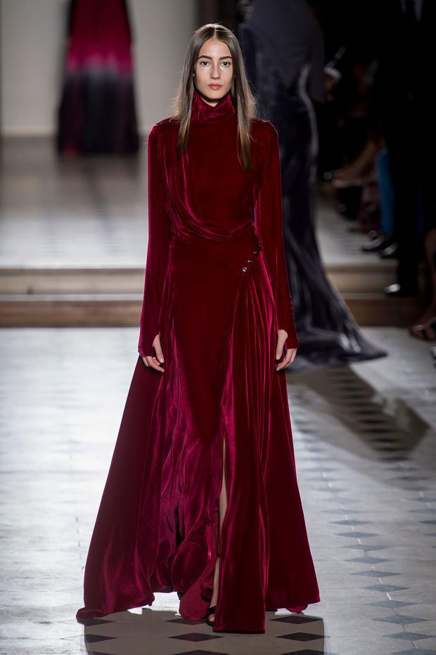 The Julien Fournie Haute Couture F/W 2015 runway show was fantasy goth witch friendly. Dark long dramatic dresses with princess cuts and androgynous styling. See the Julien Fournie Haute Couture F/W 2015