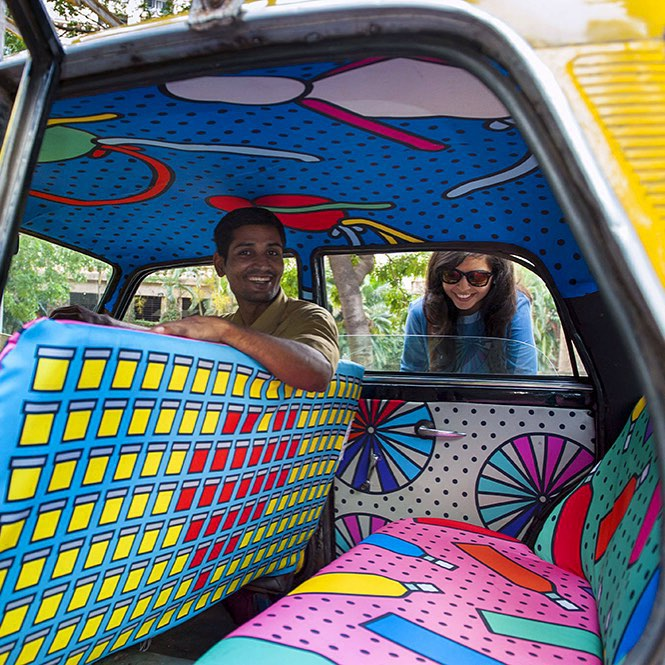 Taxi Fabric, A New Form of Exhibiting Art (1)