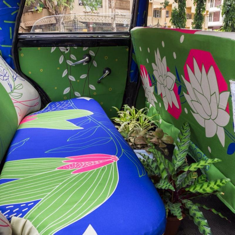 Taxi Fabric, A New Form of Exhibiting Art (3)