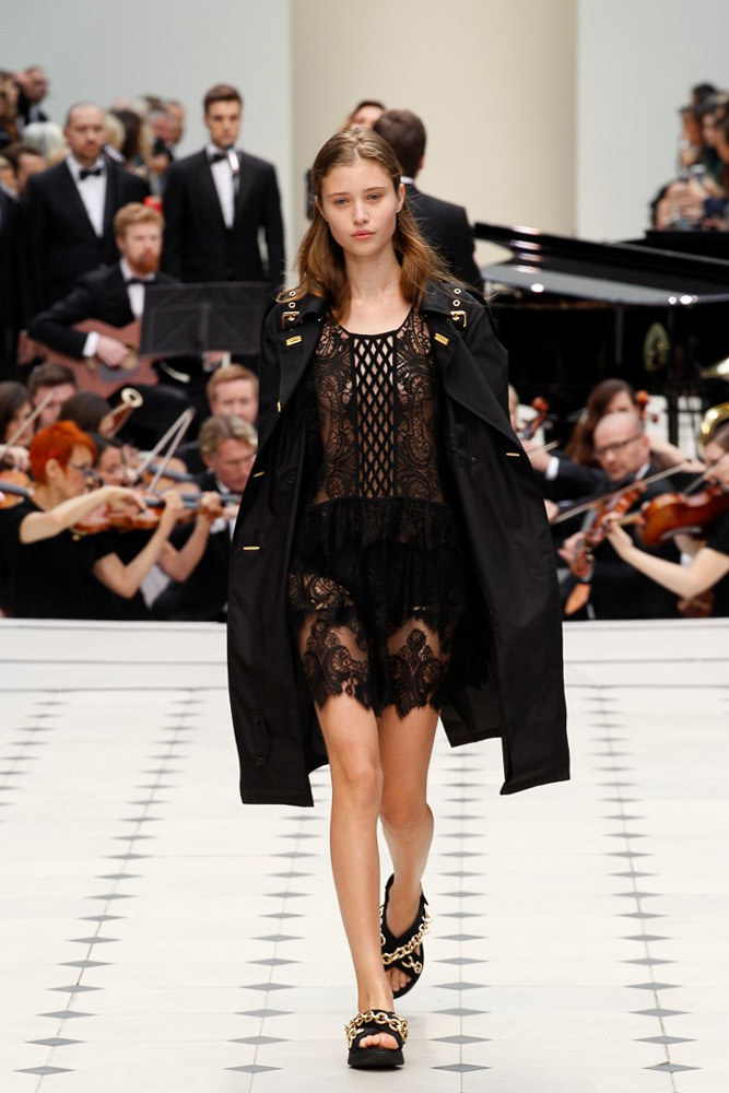 Burberry Prorsum Ready To Wear SS 2016 LFW (1)