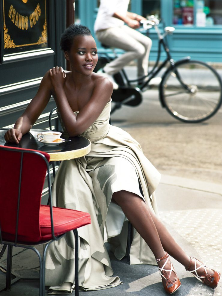 lupita-nyongo-by-mert-alas-marcus-piggott-for-vogue-us-october-2015-3