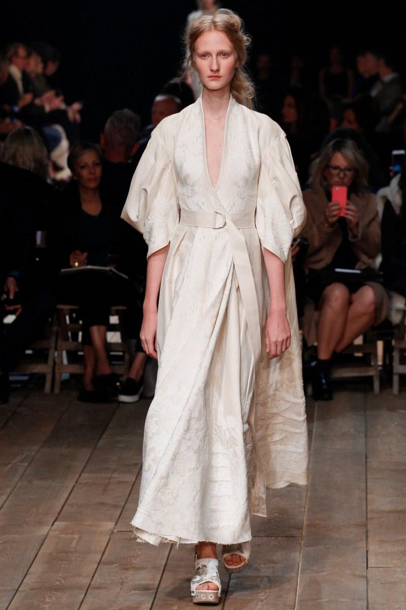 Alexander McQueen Ready To Wear SS 2016 PFW (23)